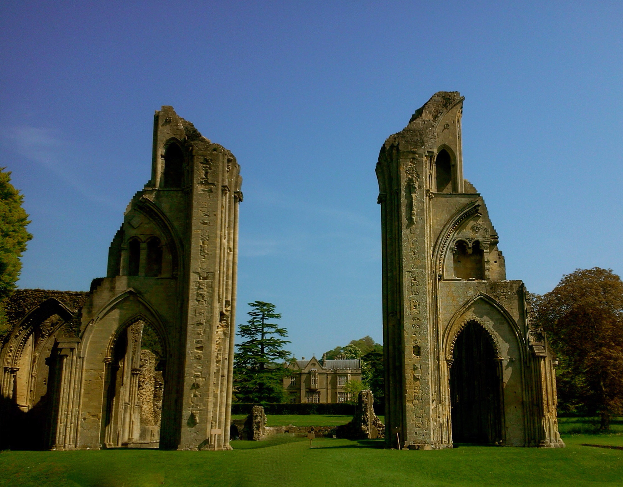 Front view of Glastonbury Abbey ruins