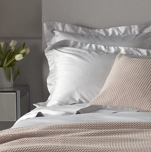 Luxurious pink and white bed linen