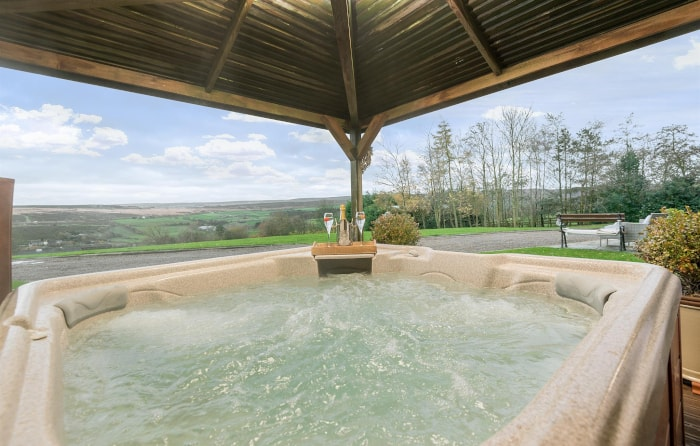 Hot tub with views in Higher Scholes Cottage in Yorkshire